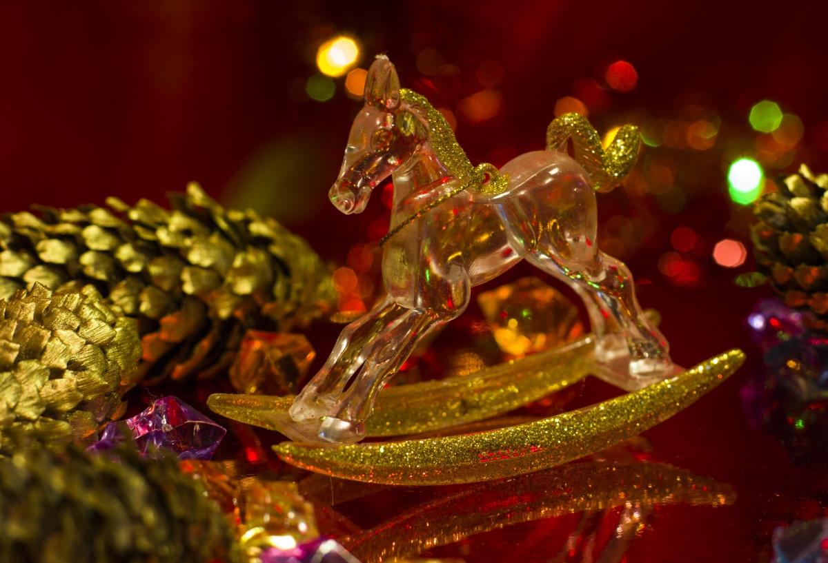 Как отпраздновать Новый 2014 год и что надеть в год синей деревянной лошади?