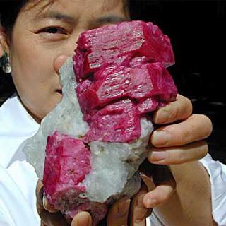 Драгоценный камень рубин
