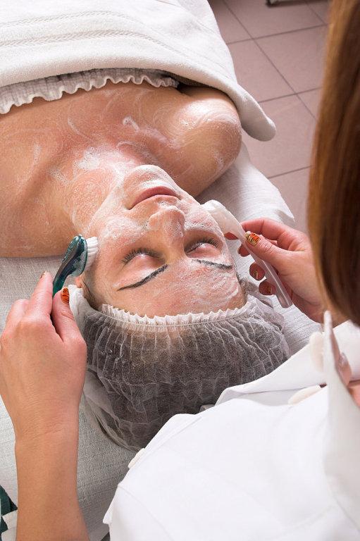 Косметическая чистка лица — достоинства и недостатки.