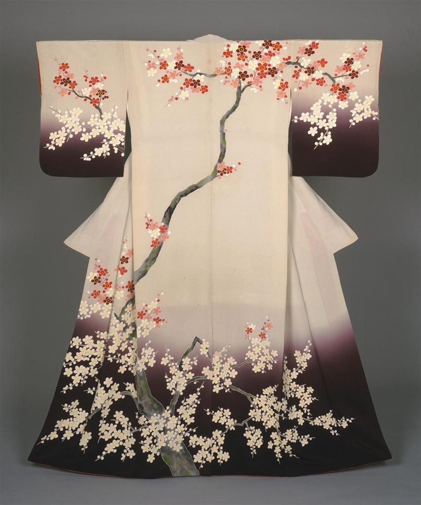 кимоно с сакурой